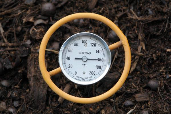compost pile reach 160 degrees