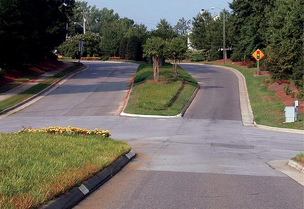 Figure 14. Wide, landscaped medians contribute to neighborhood s