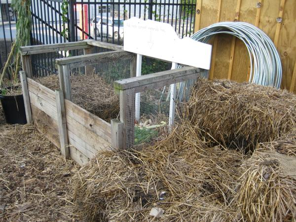 Metal mesh sides provide good ventilation for the compost.