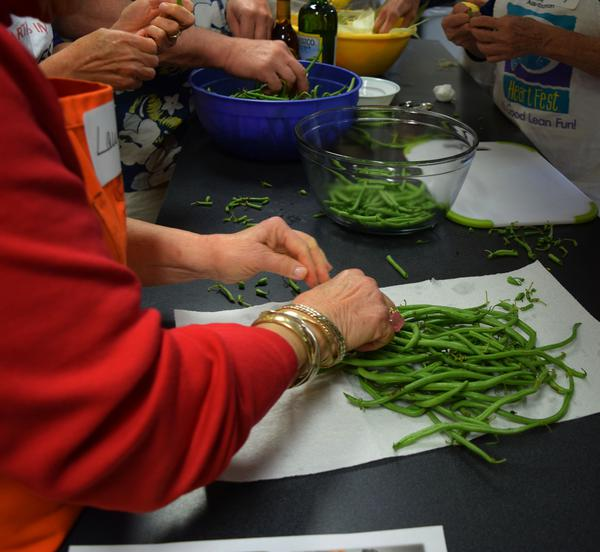 trimming local green beans